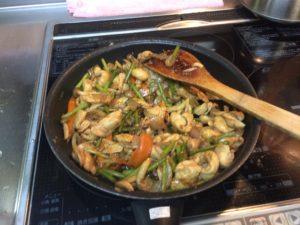 鳥ムネ肉とニンニクの芽の味噌辛炒め