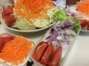 アーリーレッドとトマト・ニンジン・キャベツのサラダ