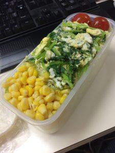 コーンと小松菜卵のサラダ