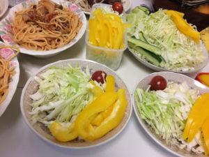 パプリカとキャベツの千切りサラダ