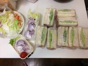 鶏ハムとレタスのサンドイッチ