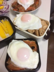 鳥胸肉の味噌焼き(目玉焼き添え)