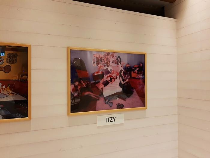 JYP JAPAN POPUP店内